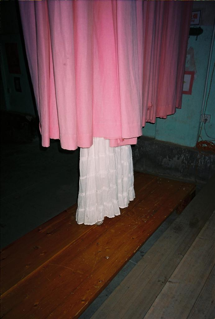 粉白裙角/Pink White Skirt, 2006, 50 x 33 cm, Edition of 10, 100 x 67 cm, Edition of 5