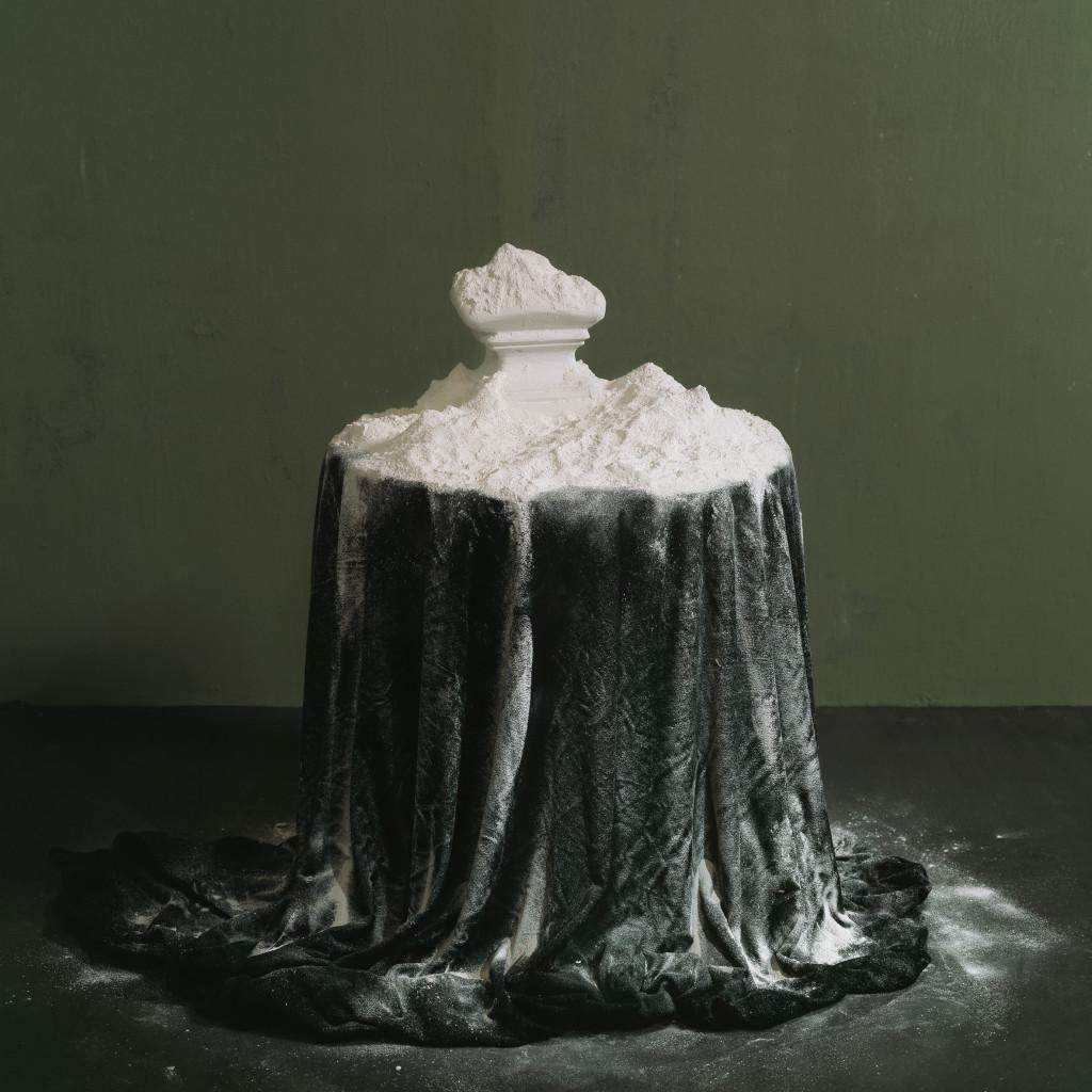 takes a powder every morning 100x100 cm