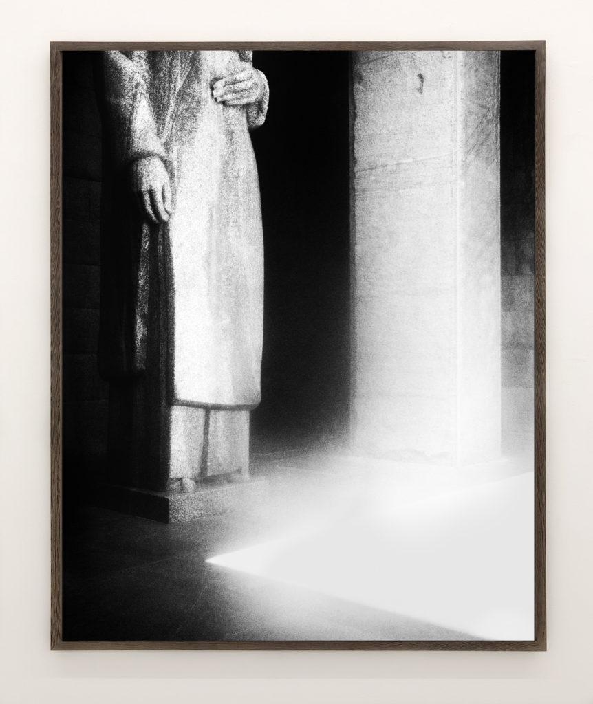 Statue 02, 2017, 98 x 78,4 cm, Archival Pigment Print, Edition of 5