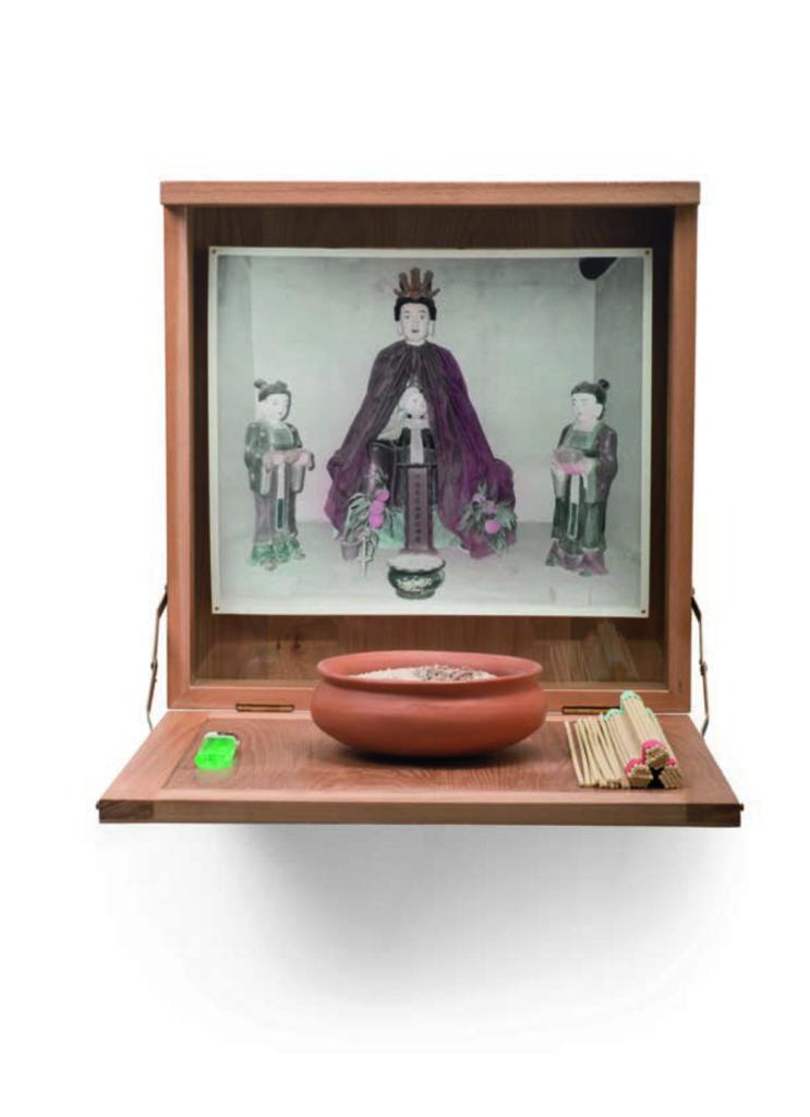Goddess Vision Materials: Silver gelatin print, Wooden Box Size: 37×37×40cm Version: 3