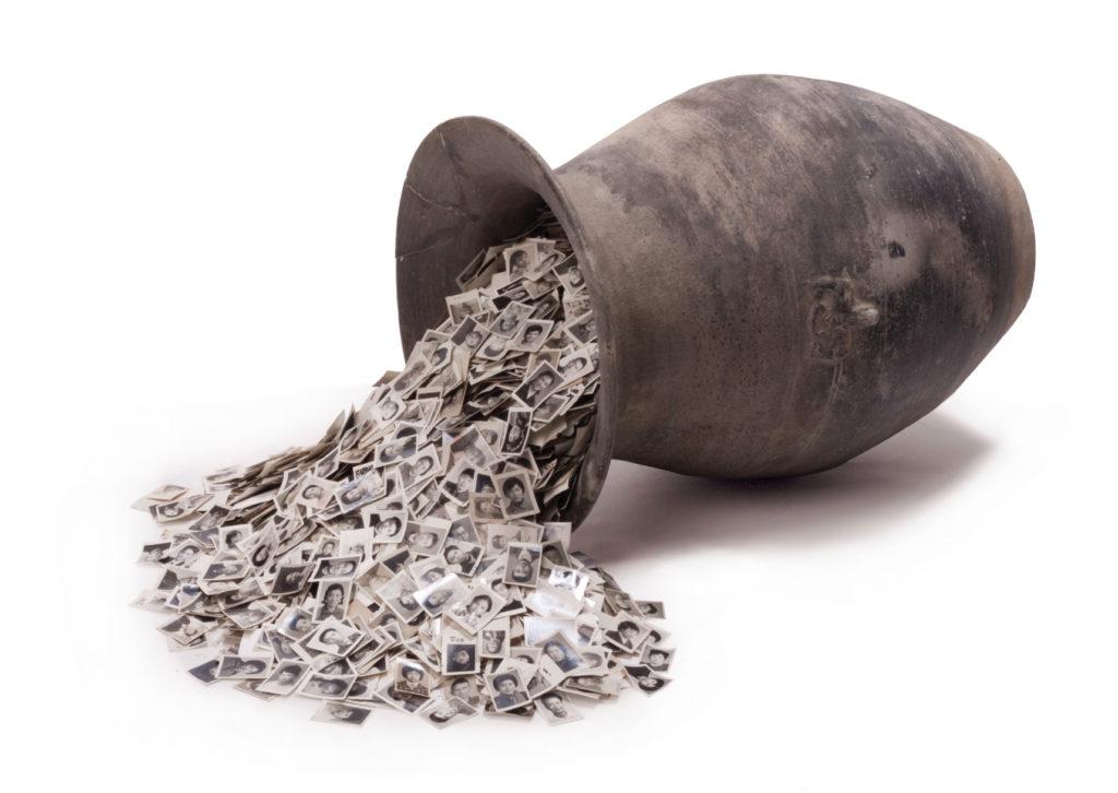 Old jar  Material:Silver gelatin print  Clay pot (Han Dynasty) Size: 38×38×60cm  Version:1jar
